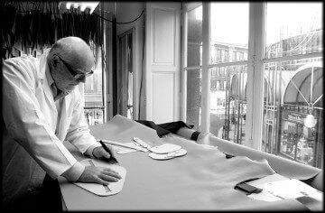 Atelier De Grimm table de découpe vue sur les Grands-Hommes